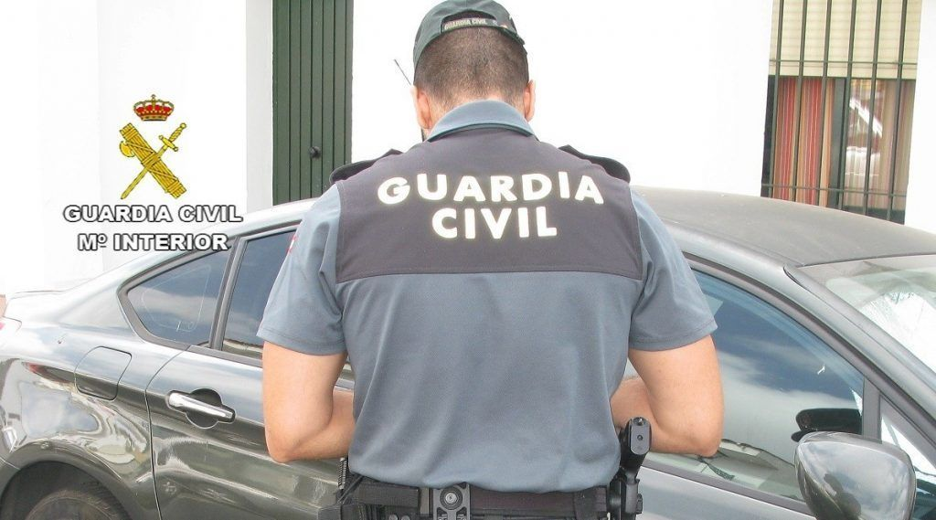 Agente de la Guardia Civil. secos distracciones