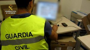Agente de la Guardia Civil. estafas internet